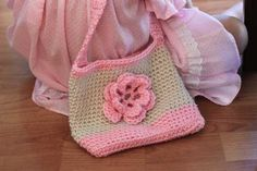 Free crochet pattern: A very sweet little bag that will hold all your little one's treasures and is easy for you to make! Very much a beginner pattern, but experienced crocheters can jazz it up.