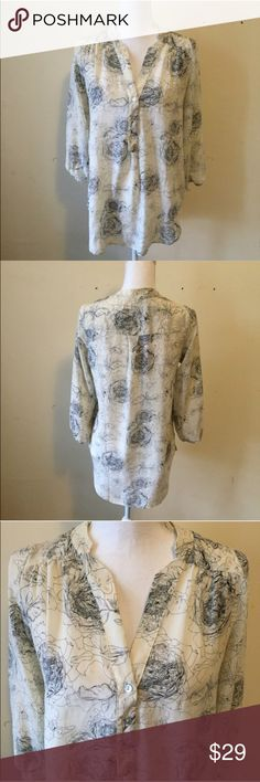 Amour Vert Silk Floral Popover Small Lightweight popover style silk blouse from Amour Vert for Stitchfix. Cream with sketched floral print. Has a longer tunic style. Size small. Excellent condition. Amour Vert Tops Blouses