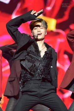 Cre: the owner/as logo Chen, Chanyeol Baekhyun, Exo Kai, K Pop, Kim Jong Dae, Dancing King, Kim Minseok, Kpop Exo, Bts And Exo