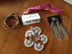 October 2014 Wantable Accessories & Jewelry Subscription Box Review - http://mommysplurge.com/2014/10/october-2014-wantable-accessories-jewelry-subscription-box-review/