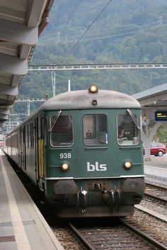 Interlaken, Switzerland (I miss this train station. Locomotive, Mountainous Terrain, Road Trip Packing, Rail Transport, Swiss Railways, Bonde, Rolling Stock, Train Tracks, Train Station