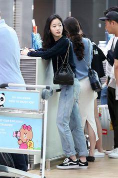 Kim Go Eun is Air Travel Fashion Goals Leaving Incheon Airport Kim Go Eun is Air Travel Fashion Goals Leaving Incheon Airport Korean Airport Fashion, Korean Girl Fashion, Asian Fashion, Look Fashion, Daily Fashion, Everyday Fashion, Womens Fashion, Petite Fashion, Curvy Fashion