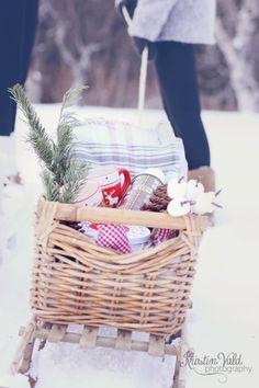 Kristín Vald: 14.desember, have a winter picnic.  Love it!