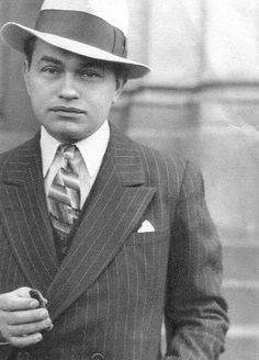Edward G. Robinson may not have been the tallest or hunkiest of classic Hollywood's leading men, but he always wore a double-breasted suit with style, and kept his brimmed hat at a suitably jaunty angle.  (Originally from The Lamplighters Serenade at Tumblr)