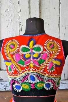 ⌤ amazing embroidery ⌤ #colourful #vintage