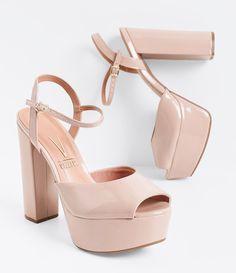 Sandália feminina  Salto super alto  Em verniz  Material: sintético  Marca: Vizzano         COLEÇÃO VERÃO 2016     Veja outras opções de    sandálias femininas.        Sobre a marca Vizzano     Para oferecer a beleza que as mulheres tanto querem, é essencial ter estilo. A Vizzano reúne as principais tendências de moda para que as mulheres possam desfilar toda a sua feminilidade em qualquer situação. Trabalhando com luxo e glamour em cada detalhe, os calçados femininos da Vizzano são criados… Pretty Shoes, Beautiful Shoes, Cute Shoes, Me Too Shoes, Prom Shoes, Wedding Shoes, Dress Shoes, Sock Shoes, Shoe Boots