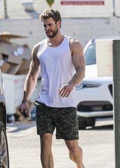 Liam Hemsworth Source — [HQ] Liam leaving the gym on Friday morning. Hemsworth Brothers, Just Beautiful Men, Cute White Boys, Nick Bateman, Men Style Tips, Hairy Men, Attractive Men, Chris Hemsworth, Jamie Dornan