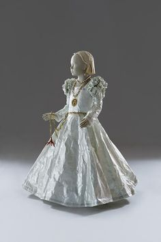 Pulp Fashion: The Art of Isabelle de Borchgrave Dresses made from rag paper!