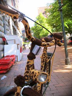 The Jittery Knitter: Unraveled. super fly giraffe bike yarnbom