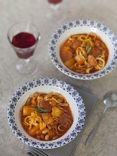 La vraie soupe corse. thym, pomme de terre, oignon, ail, jambon, haricot, pancetta, nouilles, coulis, laurier