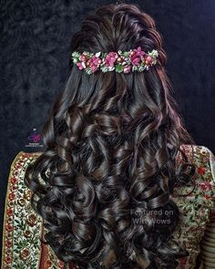 Super flowers in hair half up hairdos Ideas Saree Hairstyles, Braided Bun Hairstyles, My Hairstyle, Wedding Hairstyles For Long Hair, Trendy Hairstyles, Hairstyle Ideas, Hair Wedding, Vintage Hairstyles, Anime Hairstyles