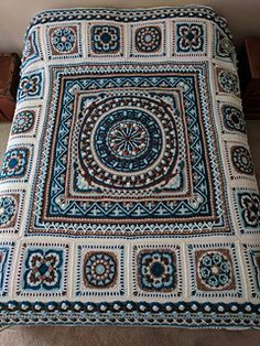 ccdoug's Sophie Loves Lilla Bjorn Loves Polly Plum Winter Blanket – Knitting patterns, knitting designs, knitting for beginners. Crochet Mandala Pattern, Crochet Motifs, Granny Square Crochet Pattern, Afghan Crochet Patterns, Crochet Squares, Free Crochet, Knit Crochet, Crochet Blocks, Quilting Patterns