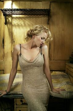 Back in 2005 Naomi Watts joined the cast of Peter Jackson's King Kong remake. During her time on Skull Island Watts showed over her beauty in many different photos and these are some of the best Naomi Watts, Vincent Cassel, Viggo Mortensen, David Lynch, Beautiful Celebrities, Beautiful Actresses, Mullholland Drive, King Kong 2005, Elephant Man