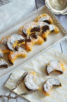 Bögrés répás-mákos csudasüti | Rupáner-konyha Poppy Seed Cookies, Poppy Cake, Hungarian Recipes, Party Snacks, Sweet Life, Camembert Cheese, Waffles, French Toast, Deserts