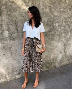 Leopard skirt outfit idea From work dresses and skirts to jackets and pants, you can find stylish wo Leopard Skirt Outfit, Maxi Skirt Outfits, Pleated Maxi Skirts, Pleated Skirt Outfit Casual, Office Skirt Outfit, White Blouse Outfit, Leopard Print Outfits, Leopard Print Skirt, Leopard Shoes