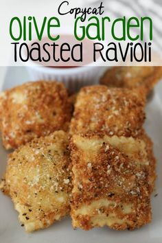 Copycat Olive Garden Toasted :: This Copycat Olive Garden Toasted Ravioli recipe is easy to make at home and can be a great party appetizer or as a main meal.