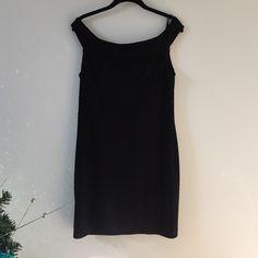 "Selling this ""Black form fitting dress"" in my Poshmark closet! My username is: alex_xo13. #shopmycloset #poshmark #fashion #shopping #style #forsale #Forever 21 #Dresses & Skirts"