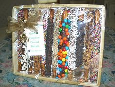 The Fun Cheap or Free Queen: Dipped pretzel rods - perfect Holiday treat/gift
