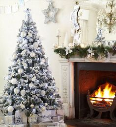 White Christmas Decor. Love the Christmas Tree