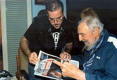 """Fidel Castro ganz fidel: Erstmals seit fast sechs Monaten haben kubanische Medien am 3. Februar wieder Bilder des Revolutionsführers Fidel Castro veröffentlicht. Die Staatszeitung """"Granma"""" und andere offizielle Medien zeigten Abbildungen des früheren Staatschefs, auf denen der 88-Jährige in seinem Haus mit dem Anführer einer Studentenvereinigung, Randy Perdomo García, zu sehen ist. Mehr Bilder des Tages auf: http://www.nachrichten.at/nachrichten/bilder_des_tages/ (Bild: epa)"""