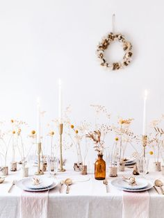 Gorgeous Tablescapes for the Perfect Thanksgiving---> Inspiring Thanksgiving Table Settings! Gorgeous Tablescapes for the Perfect Thanksgiving---> Decoration Table, Table Centerpieces, Wedding Centerpieces, Wedding Decorations, Thanksgiving Table Settings, Thanksgiving Tablescapes, Modern Minimalist Wedding, Wedding Photo Props, Fru Fru