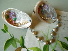 Vintage 1950s Hand Made Sea Shell & Pearl by CornermouseHouse