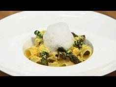 Mezze maniche risottate con asparagi di Igles Corelli - YouTube