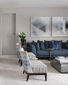 Ideas On How To Choose & Display Living Room Wall Decor 21 - elliahome Blue Living Room Decor, Small Living Room Design, Living Room Photos, Home Living Room, Interior Design Living Room, Living Room Designs, Home Decor, House, Modern Decor