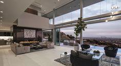 El interior lleno de muebles con líneas nítidas y limpias, impuestas por las tendencias modernas, es agradable para la vida y de fácil mante...