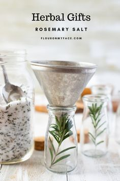 Rosemary Salt makes an easy herbal gift for the holidays. Herb Salt Recipe, No Salt Recipes, Herb Recipes, Homemade Spices, Homemade Seasonings, Homemade Gifts, Homemade Food, Diy Food Gifts, Edible Gifts