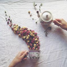 Les poétiques scènes de thé fleuries de Marina Malinovaya  2Tout2Rien