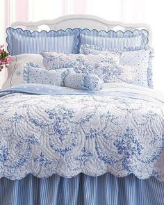 Beautiful bedding makes your bedroom truly welcoming. White Bedroom, Bedroom Design, Country Bedroom, Chic Bedroom, Blue Bedroom, Blue White Decor, Shabby Chic Bedrooms, Beautiful Bedding, Blue And White Bedding