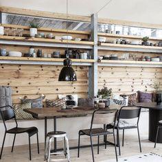 Spisebord i mangotræ, med top i sildebensmønster House Doctor, Original House, Dining Chairs, Dining Table, School Chairs, Design Tisch, Shabby Chic Baby Shower, Style Retro, Yurts