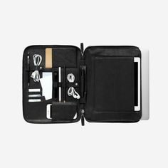 The Ultimate Travel Case - Beeldsteil Dress For Success, Ultimate Travel, Leather Accessories, Leather Case, Gadgets, Bag Design, Type Fonts, Packaging, Laptop Cases