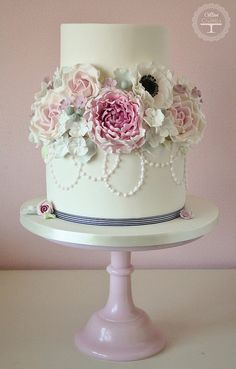 Beautiful, romantic wedding cake from Cotton and Crumbs.