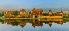 The Castle of the Teutonic Order in Malbork, Poland. largest castle in the world by surface area. UNESCO World Heritage Site ✯ ωнιмѕу ѕαη∂у Surface Area, Eastern Europe, Hungary, Romania, Poland, Reflection, Places To Visit, Castles, Mansions