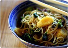 Soupe chinoise aux nouilles, boeuf et brocoli