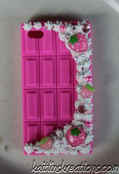 Strawberry chocolate bar phone case... :d It looks so tasty!