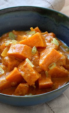 Curry de patate douce - The Best Dinner Recipes Pureed Food Recipes, Chef Recipes, Vegan Recipes, Cooking Recipes, Healthy Drinks, Healthy Snacks, Sweet Potato Curry, Healthy Dinner Recipes, Food And Drink