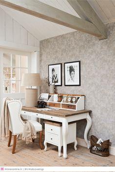 Rivièra Maison behang. Vier het leven zoals u dat wilt, vanuit een sterke basis. Maak uw eigen krachtige statements in huis met deze bijzonder getextureerde behangcollectie. Het behang oogt en voelt als natuurlijke, ruwe materialen zoals driftwood en rotan en geeft een enigszins ruige maar warme uitstraling aan de muren. #interieur #interior #wonen #woonaccessoires #homedecor #interieurstyling #interior #interiorandhome #interiordesign #interiordesignideas #interiordetails…