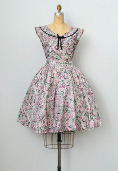 vintage 1950s printed day dress with velvet trim   1950s vintage