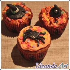 Cupcakes Halloween de zanahoria y cream cheese icing decorados con araña, gorro y olla de fondant