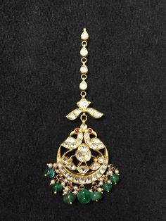 Fulfill a Wedding Tradition with Estate Bridal Jewelry Tikka Jewelry, Head Jewelry, Jewelery, Jewelry Stand, Temple Jewellery, Gold Jewellery, Indian Wedding Jewelry, Indian Jewelry, Bridal Jewelry