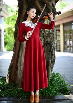 Appear as the perfect music student with this elegantly traditional gown.  Small: Shoulder: 37 cm Bust: 86 cm Length: 132 cm Sleeve:58 cm Waist: 66 cm  Medium: Shoulder: 38 cm Bust: 90 cm Length: 133 cm Sleeve: 59 cm Waist: 70 cm  Large: Shoulder: 39 cm Bust: 94 cm Length: 134 ...