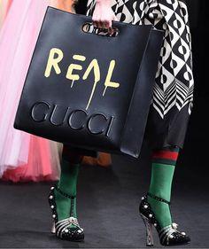 Essa bolsa também grafitada por ele - #realgucci!