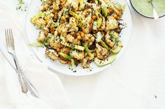 Lämmin kukkakaali-kikhernesalaatti08