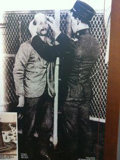 I controlli rigorosi all'arrivo a Ellis Island #InvasioniDigitali