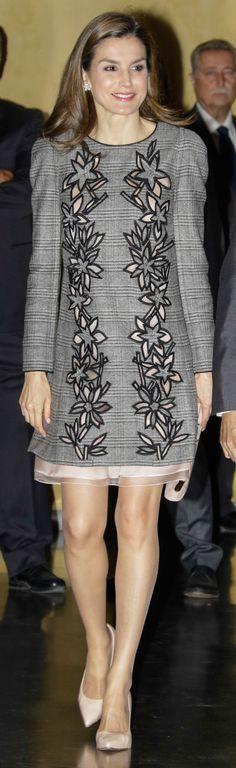La Reina Letizia ha llevado en Sevilla un vestido de flores de Carolina Herrera que estrenó en Ávila. Entonces no convenció, ¿qué ha pasado en el sur?