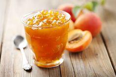 Selbst gemachte Pfirsichmarmelade ist einfach lecker und mit diesem Rezept gelingt sie ganz bestimmt. Einfache Zubereitung – einfach ein Genuss!