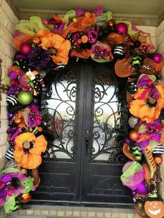 halloween door decorations Hair-raising Halloween Porch Decorations Ideas To Spook Out Your Neighbours - Ethinify Halloween Front Door Decorations, Halloween Front Doors, Halloween Deco Mesh, Halloween Garland, Halloween House, Holidays Halloween, Halloween Party, Fall Deco Mesh, Halloween Window
